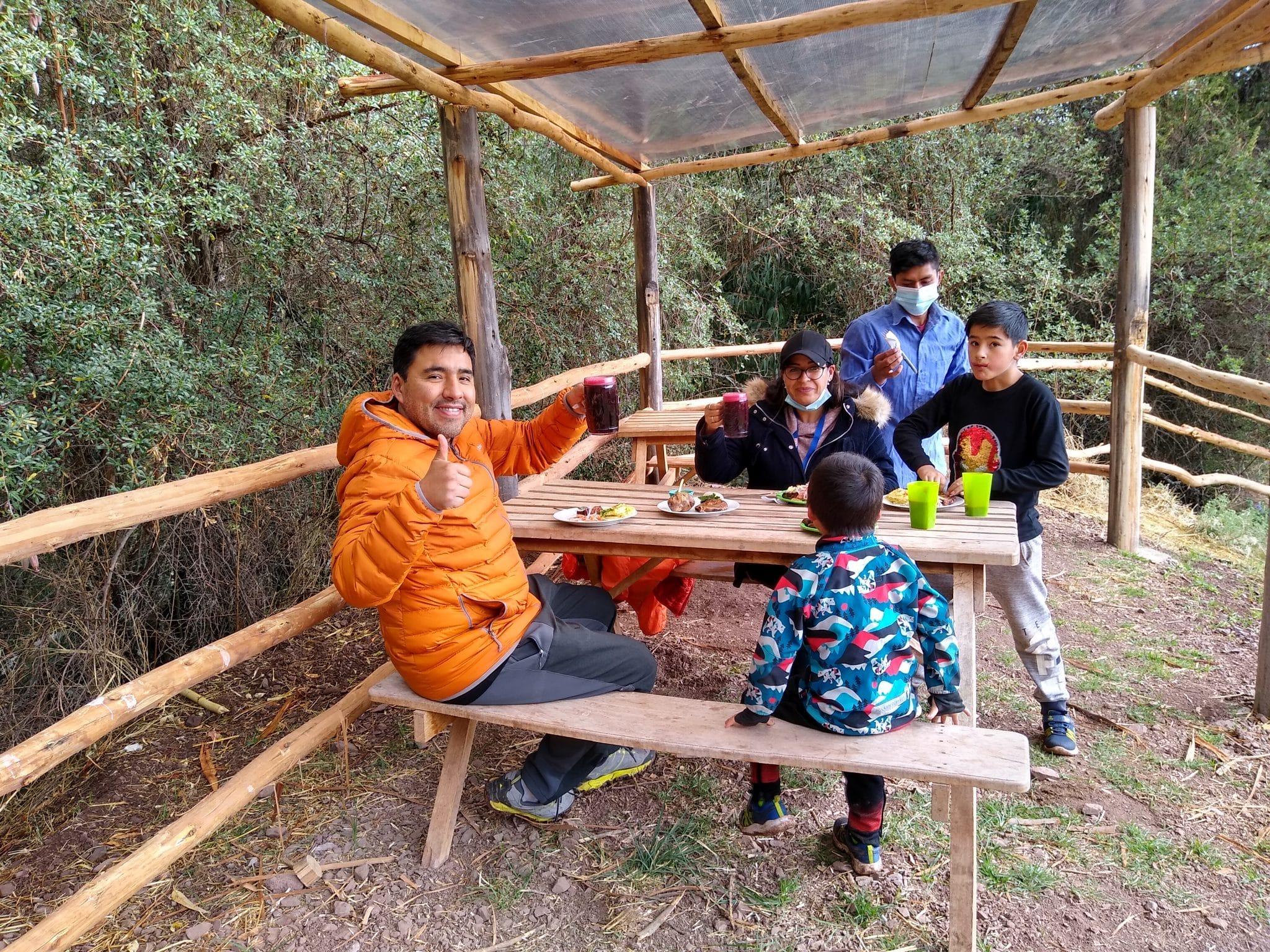 Family eating in Cusco